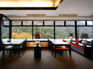 湯坂山の紅葉を望むことができる「つつじの茶屋」