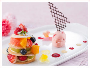 フルーツのミルフィーユ 苺アイスクリーム添え 800円