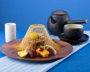 東富士地鶏の卵を使った黒糖の生カステラ(ゆず緑茶付)