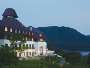 レマン湖畔の古城をイメージしたホテル