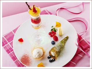 マスカルポーネをめぐって・・・抹茶のクレープ黒豆入りクリームといちごのファンタジー 1,300円(コーヒーまたは紅茶付 1,500円)