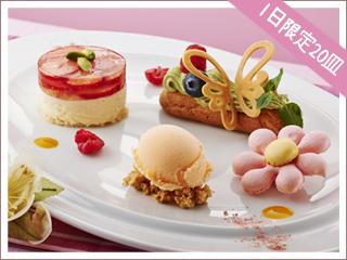 レアチーズケーキと苺のゼリー お花のマカロンとちょうちょのエクレア添え 1,080円(コーヒーまたは紅茶付 1,300円)
