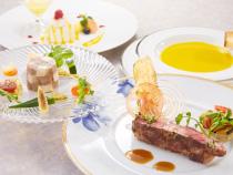 食事はフランス料理または日本料理をチョイス