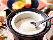 朝食の「はつはな湧水豆腐」