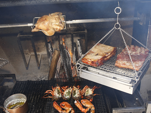 ディナーメインの薪火焼き料理(イメージ)