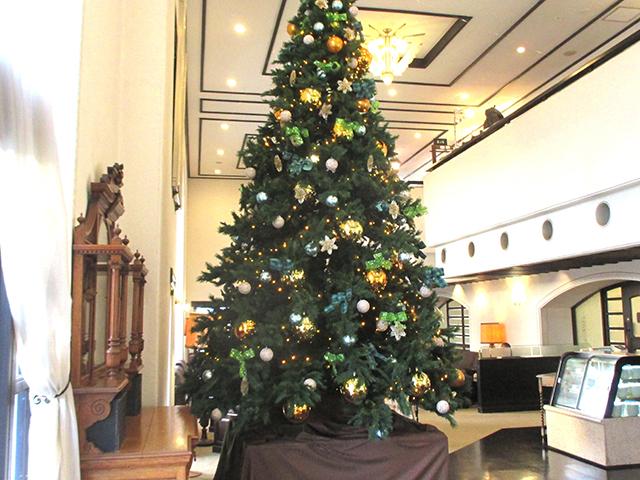 ラウンジのクリスマスツリー(昨年の様子)